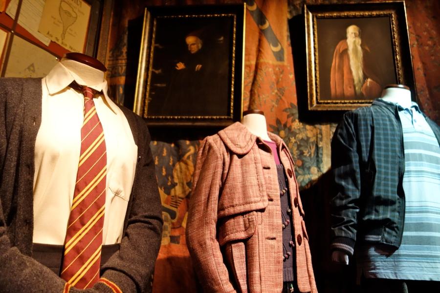 """Zahlreiche Requisten und Kostüme der Filmreihe in """"Harry Potter: The Exhibition"""""""