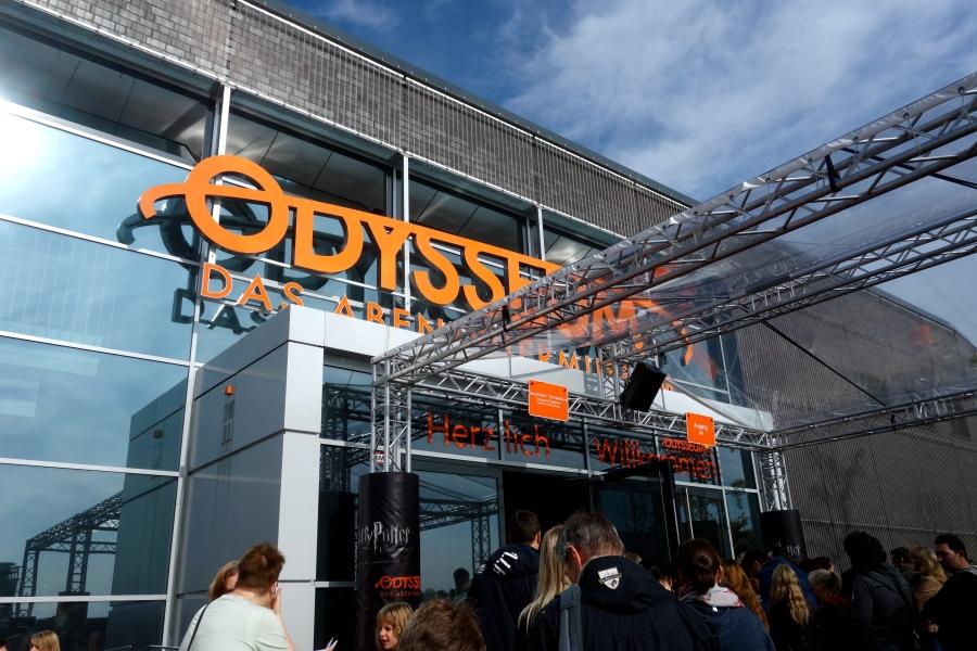 Großer Andrang auf die Ausstellung vorm Kölner Odysseum