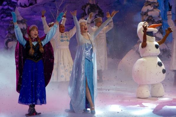 """Die Show """"Frozen Sing-along"""" mit Anna und Elsa im Disneyland Paris"""