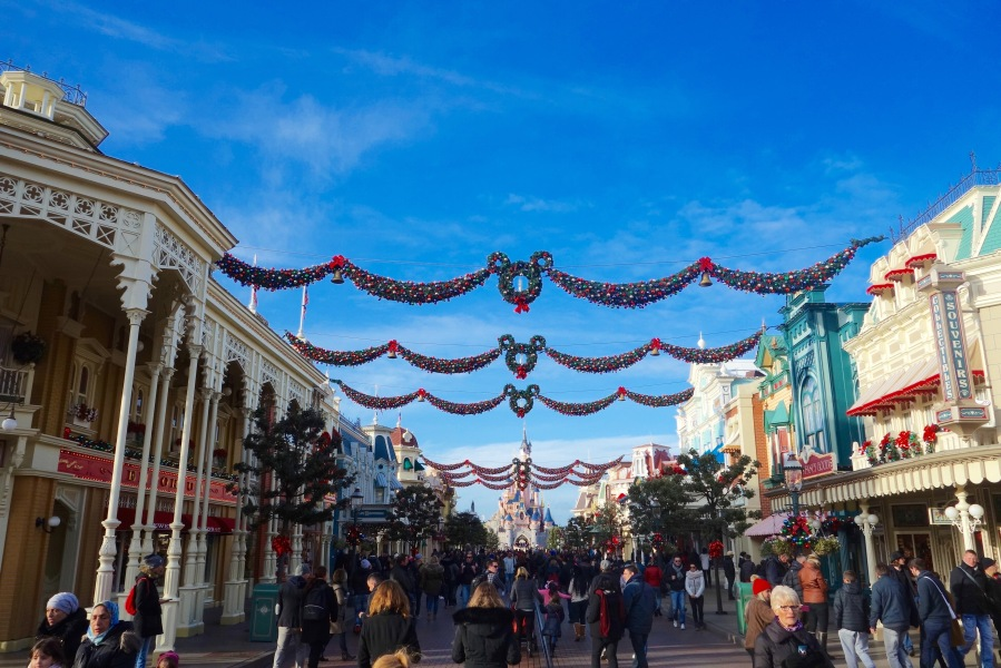 disneyland-paris-weihnachten-main-street-dekoration